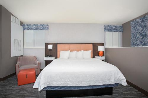 A bed or beds in a room at Hampton Inn & Suites Denver-Downtown