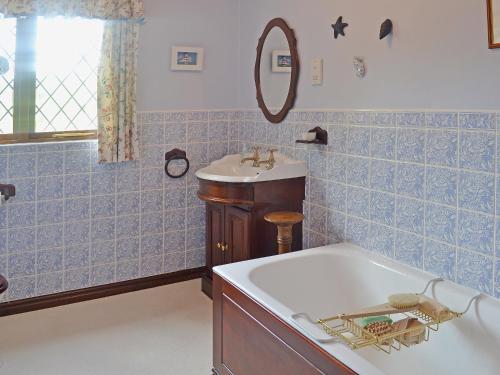 A bathroom at Lavender Cottage