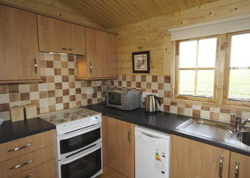 A kitchen or kitchenette at Field Lodge