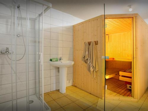 A bathroom at Chalet L'Ours Blanc - OVO Network