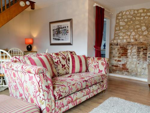 A seating area at Clipper Cottage