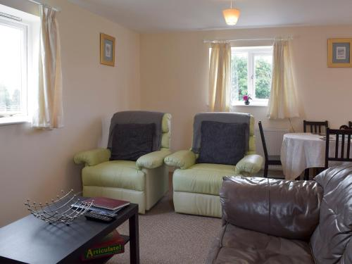 A seating area at Walnut Tree Cottage