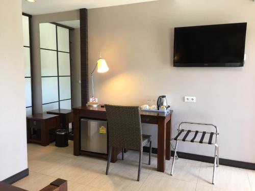 A television and/or entertainment center at Hotel Colibri