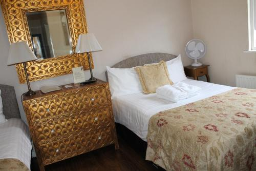 A bed or beds in a room at The Wimbledon Hotel