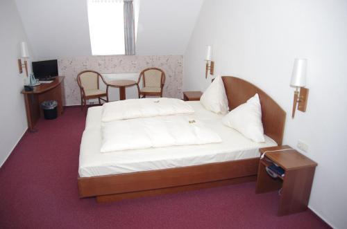 Ein Bett oder Betten in einem Zimmer der Unterkunft Hotel Eichenhof