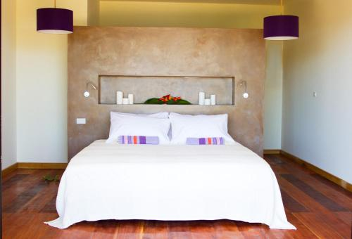 A bed or beds in a room at Villa F&B