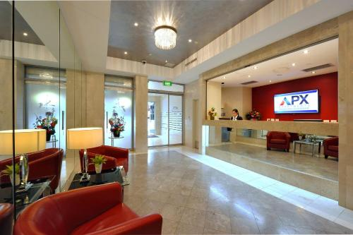 The lobby or reception area at APX Darling Harbour