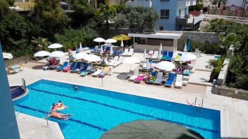Het zwembad bij of vlak bij Happy Apart Hotel