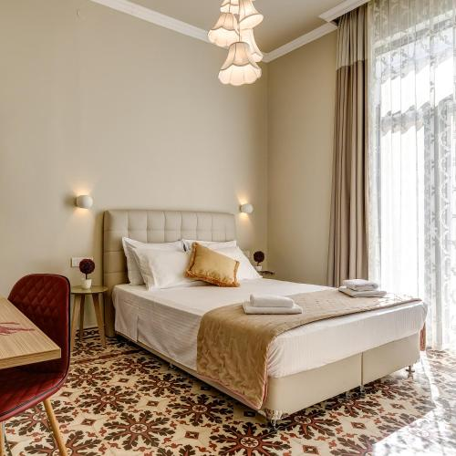 A bed or beds in a room at Mosaic
