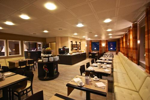 A restaurant or other place to eat at Hotel Aulmann