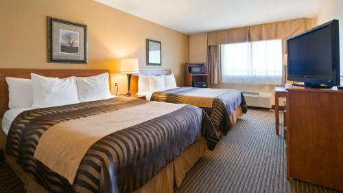 A bed or beds in a room at Best Western Vermillion Inn