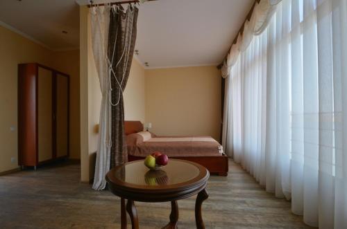 Кровать или кровати в номере Ассоль