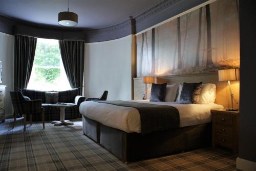 Кровать или кровати в номере Glen Mhor Hotel
