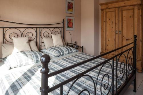 A bed or beds in a room at Schau-Rhein#1 - On top of Bacharach, Rhineview