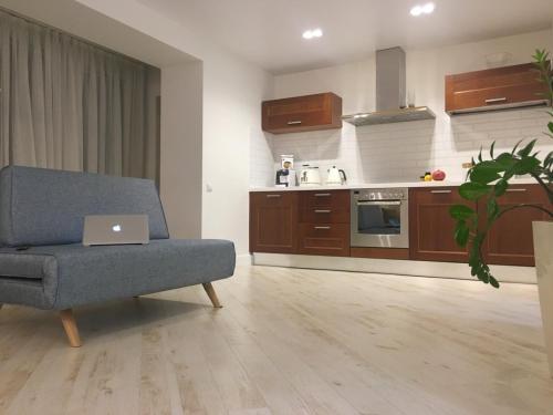 Кухня или мини-кухня в Апартаменты во Владивостоке
