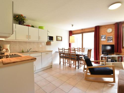 A kitchen or kitchenette at Beautiful Mountain View Apartment in La Chapelle-d'Abondance