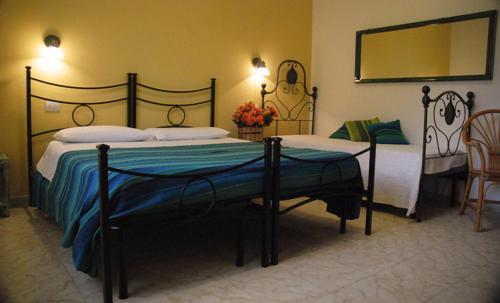 A bed or beds in a room at Sorecanu