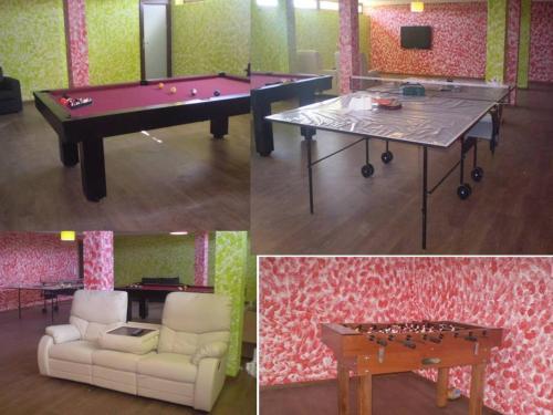 A pool table at Villa Tiago
