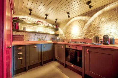 A kitchen or kitchenette at The Rock House - Historic Gem in the Heart of the City