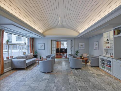 The lobby or reception area at Augustin Hotel; BW Signature Collection