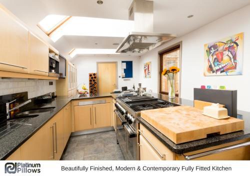 A kitchen or kitchenette at Cherwell Gates