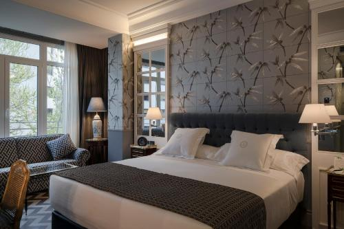 A bed or beds in a room at Relais & Châteaux Heritage Hotel