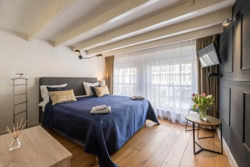 A bed or beds in a room at B&B Dam Square Inn