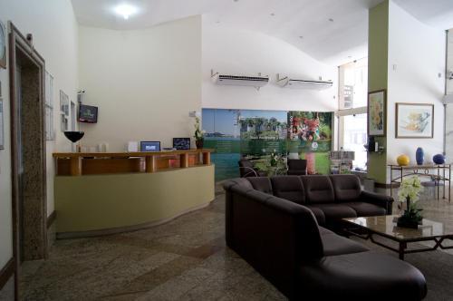 The lobby or reception area at Bristol Guarapari Residence