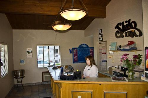 The lobby or reception area at Shilo Inn Suites Hotel - Helena
