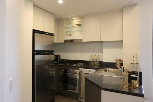 A kitchen or kitchenette at Orange Stay Pyrmont