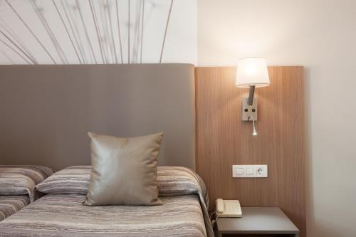 A bed or beds in a room at Hostal Centric