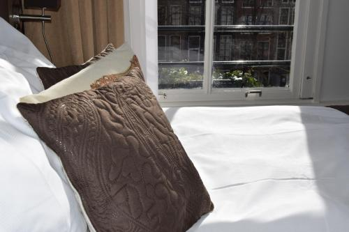 Ein Bett oder Betten in einem Zimmer der Unterkunft Prinsengracht Hotel