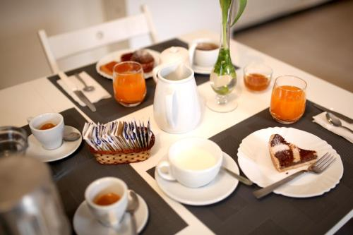 Breakfast options available to guests at Villa Cennamo Residence