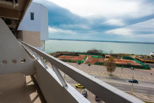 Un balcon sau o terasă la Hotel Ambasador