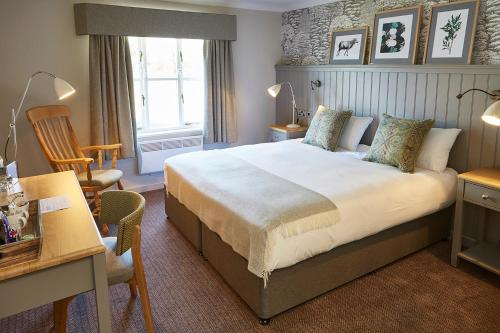 A bed or beds in a room at The Bluebird Inn at Samlesbury
