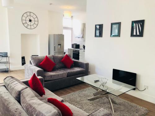 En sittgrupp på Spacious & Modern 2 Bed Apartment at Knightsbridge London
