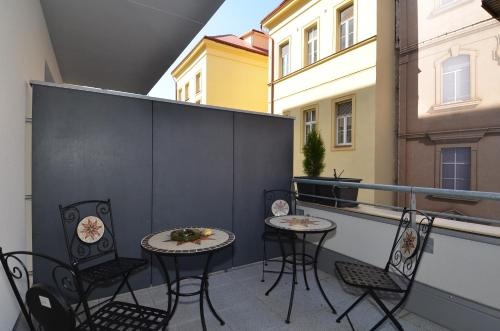 Balkon lub taras w obiekcie Apartman Mozartova