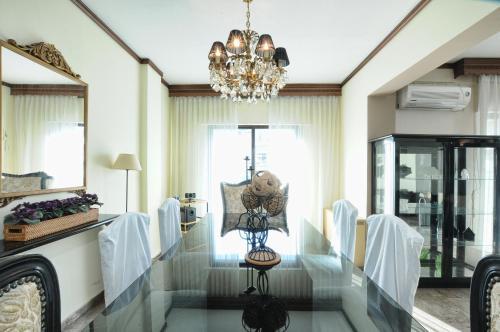 Banquet facilities at the apartment
