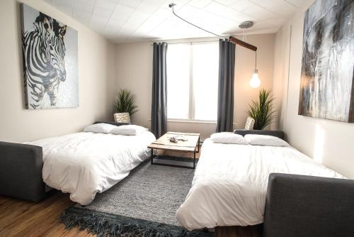 A bed or beds in a room at MtlVacationRentals - MTL ZOO