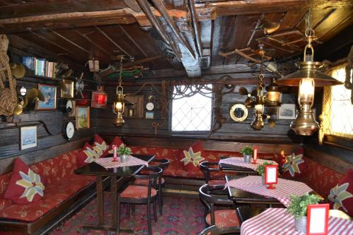 Zona de lounge sau bar la Den Röda Båten