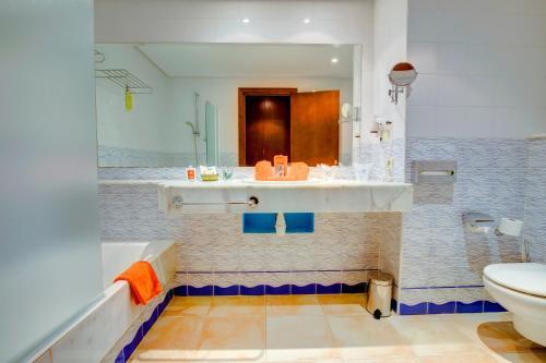 A bathroom at SBH Costa Calma Palace Thalasso & Spa