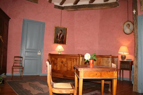 Coin salon dans l'établissement Château de la Roche Martel