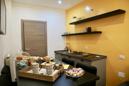 A kitchen or kitchenette at Andolfi 24 Rooms