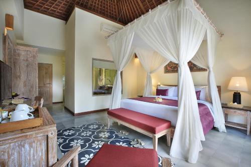 A bed or beds in a room at Pramana Watu Kurung Resort