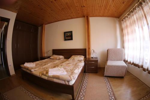Ein Bett oder Betten in einem Zimmer der Unterkunft Aurora Guest House