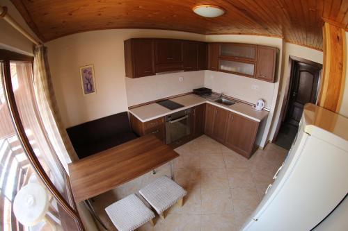 Küche/Küchenzeile in der Unterkunft Aurora Guest House