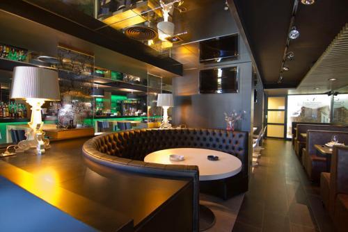 El salón o zona de bar de Casa Amando