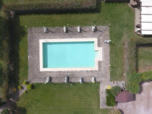 A view of the pool at Agriturismo Volta Di Sacco or nearby