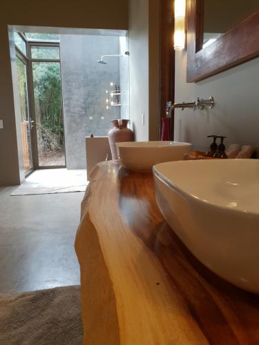 A bathroom at Tamodi Lodge