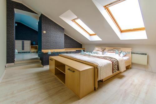 Łóżko lub łóżka w pokoju w obiekcie Apart Club Sarbinowo